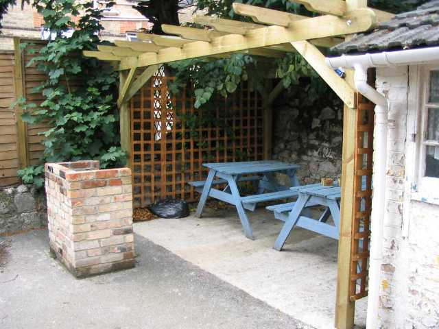 Bournemouth Backpackers Hostel has a barbeque area