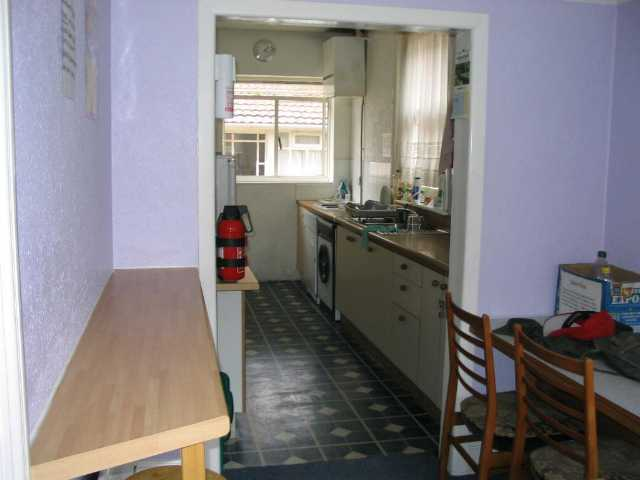 Bournemouth Backpackers Hostel Kitchen